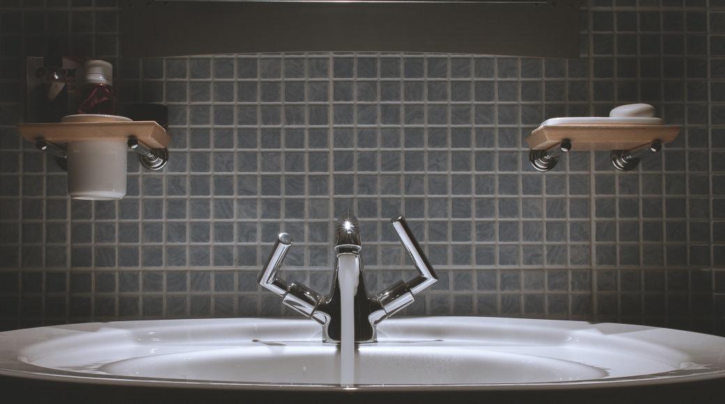 Construction los angeles bathroom remodeling small best for Bathroom remodeling contractor los angeles